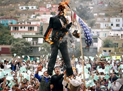 Muslim protesters burn effigy of United States